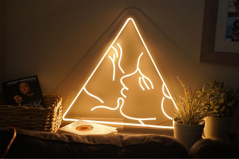 Neoninis LED ženklas Love triangle